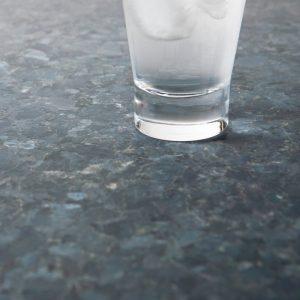 Bildet inneholder Lundhs Emerald stein med en mattslipt overflate.