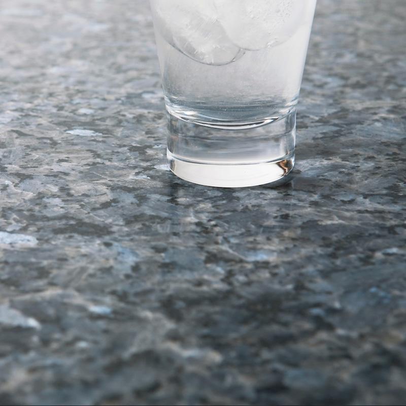 Bildet inneholder Lundhs Royal stein med en mattslipt overflate.