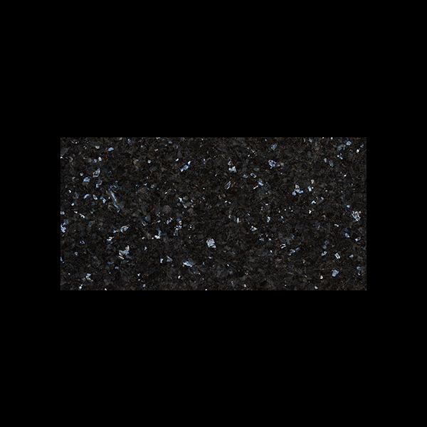 Rektangulær flis i sort norsk naturstein med blå og sølv feltspatkrystaller